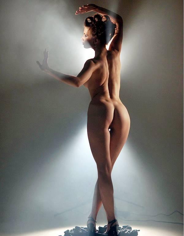 Вид девушки со спины