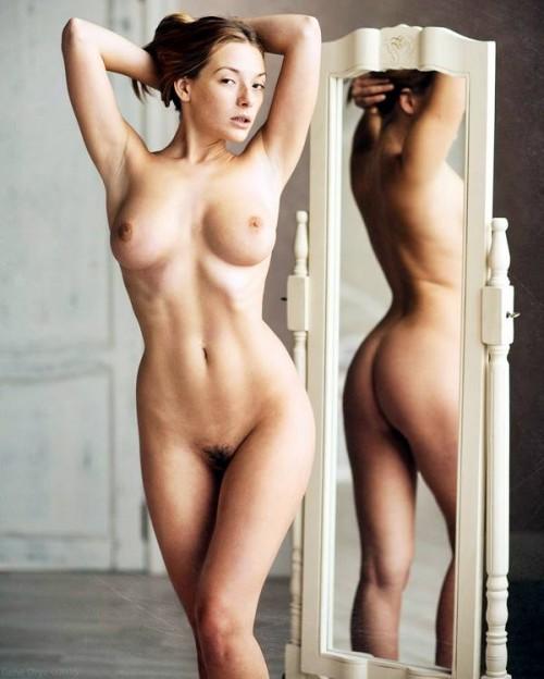 К зеркалу спиной
