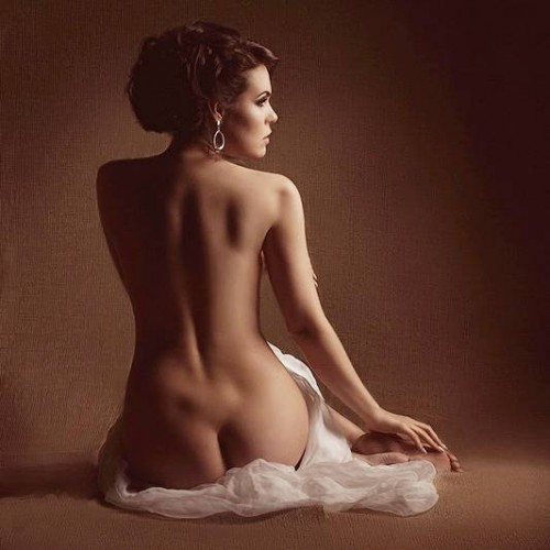 Красота женской спины в стиле ню